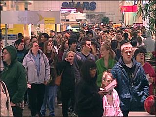 Alderwood Mall, Midnight, Thanksgiving 2007
